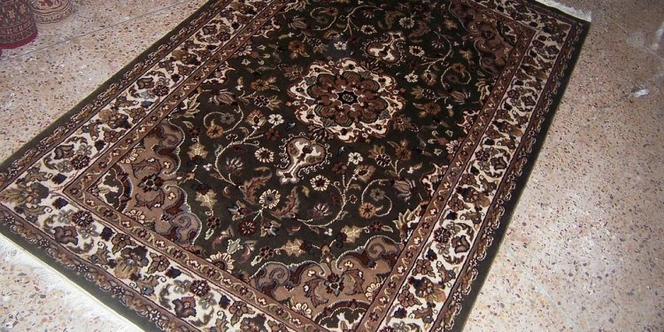 _6 size.6 x 4 For further detail info contact. Email. ra_carpets@yahoo.com tel: +923452433054(sold
