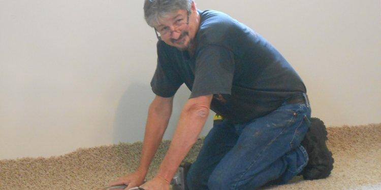 Bro Glen Thomas Installing Carpet