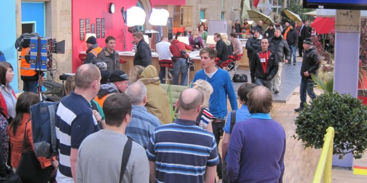 Homebase TV Advert - Extras getting lined up